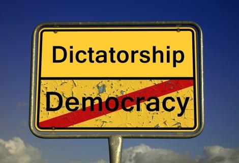 Cu o politica fiscală permanent prociclică, am putea pierde democrația și politica monetară